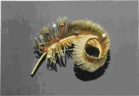 Брошь-перо из золота с самоцветами