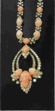 Сотуар из золота с кораллами и бриллиантами