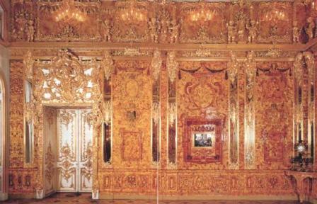 Северная стена воссозданной Янтарной комнаты