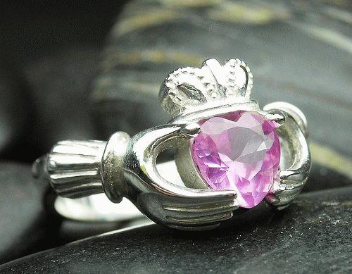 обручальные кольца с розовыми сапфирами