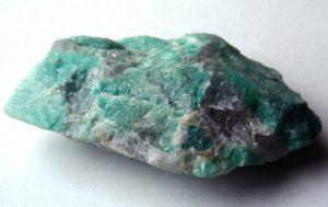 Амазонит камень - свойства лечебные и магические, ювелирные украшения с амазонитом для знаков зодиака