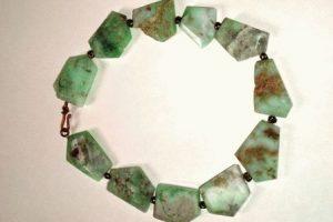 Хризопраз камень - свойства лечебные и магические, ювелирные украшения с хризопразами для знаков зодиака