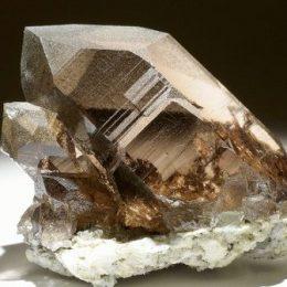 Раухтопаз камень - свойства лечебные и магические, ювелирные украшения с раухтопазами для знаков зодиака