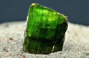 Верделит камень - свойства лечебные и магические, ювелирные украшения с верделитом для знаков зодиака