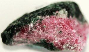 Корунд камень - свойства лечебные и магические, ювелирные украшения с корундами для знаков зодиака