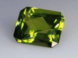 Перидот камень - свойства лечебные и магические, ювелирные украшения с перидотом для знаков зодиака